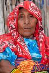 Mujer Kuna luciendo su tradicional atuendo, San Blas