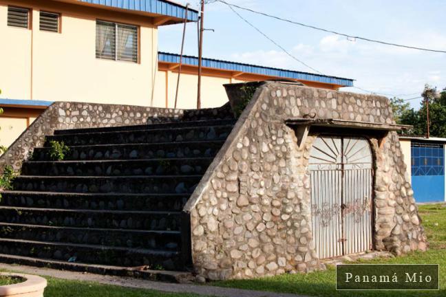 Vieja estructura en el exterior de la Iglesia de Alanje