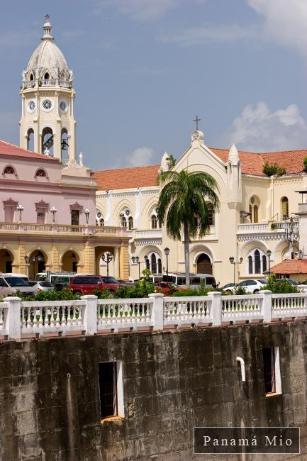 Vista del Teatro Nacional e Iglesia - Casco Viejo