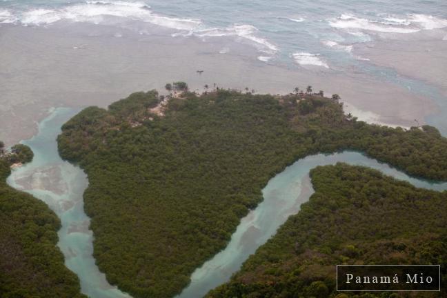 Vista Aerea del Archipielago  de San Blas
